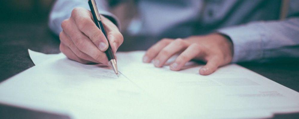 ¿Dónde buscar un abogado? 5 Consejos prácticos